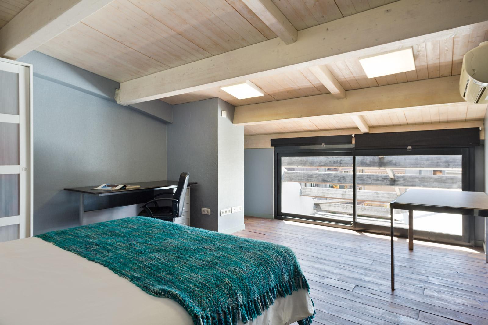 ático De 2 Habitaciones Con Amplia Terraza Privada